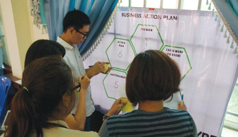 アイデア出し1 - カンボジア初開催のMakerthon「SEA Makerthon- Phnom Penh」に潜入してきました