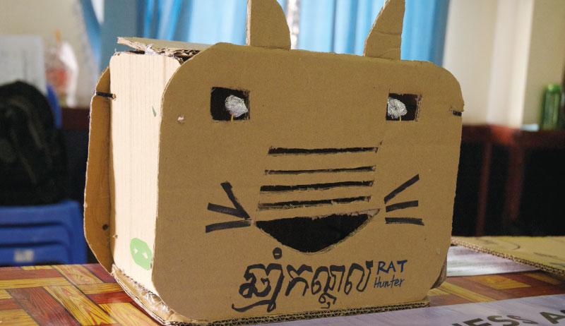 「RAT HUNTER」ねずみが近づくと目がピカッと光ります - カンボジア初開催のMakerthon「SEA Makerthon- Phnom Penh」に潜入してきました