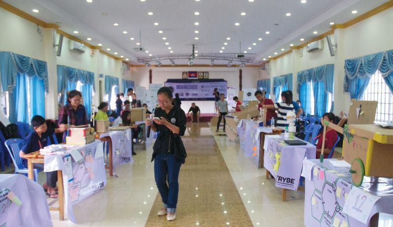 最終プレゼン。シンガポールのグランドフィナーレに進出するのは? - カンボジア初開催のMakerthon「SEA Makerthon- Phnom Penh」に潜入してきました